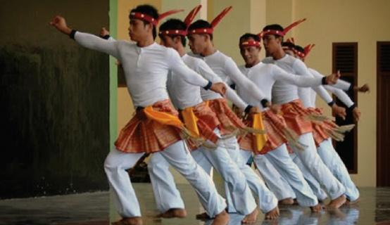 """Seudati adalah salah satu di antara beberapa budaya Aceh dan kearifan lokal yang dikatakan """"haram"""" oleh pengusung budaya Arab."""