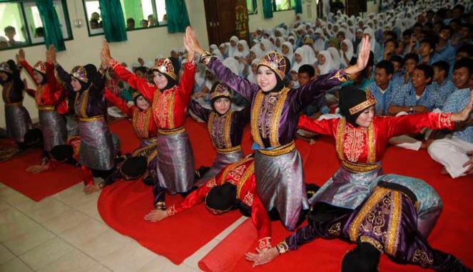 Perempuan hendak dilarang melakukan tarian. Padahal sejak Republik Indonesia merdeka, budaya Aceh tidak pernah melarang perempuan untuk menari. [Viva.co.id]