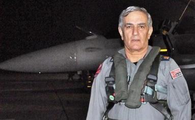 General Akin Öztürk, yang ditahan pada hari Sabtu (16/7/2016, dan dibawa ke pengadilan, dituduh sebagai pimpinan dan perencana kudeta (Foto: vidalatinasd)