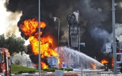 Ilustrasi saat Hamas melakukan serangan roket ke wilayah Israel, pom bensin meledak, bagaimana kalau Singapura diserang seperti ini? (Foto : liataja)