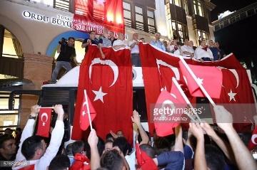 Para pendukung Presiden Erdogan yang militan akhirnya mampu menggagalkan upaya kudeta (Fofo : gettyimages)