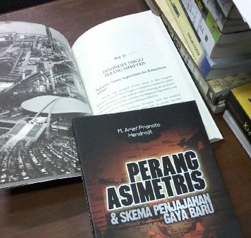 cover buku perang asimetris
