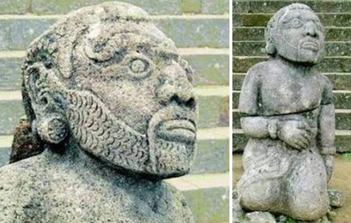 Patung bangsa Sumeria di candi Cetho