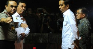 Presiden Jokowi  bersama Wapres Jusuf Kalla saat meninjau lokasi ledakan didampingi Kepala BIN Budi Gunawan dan Wakapolri Komjen Syafrudin  (Foto : Dokumentasi Khusus)