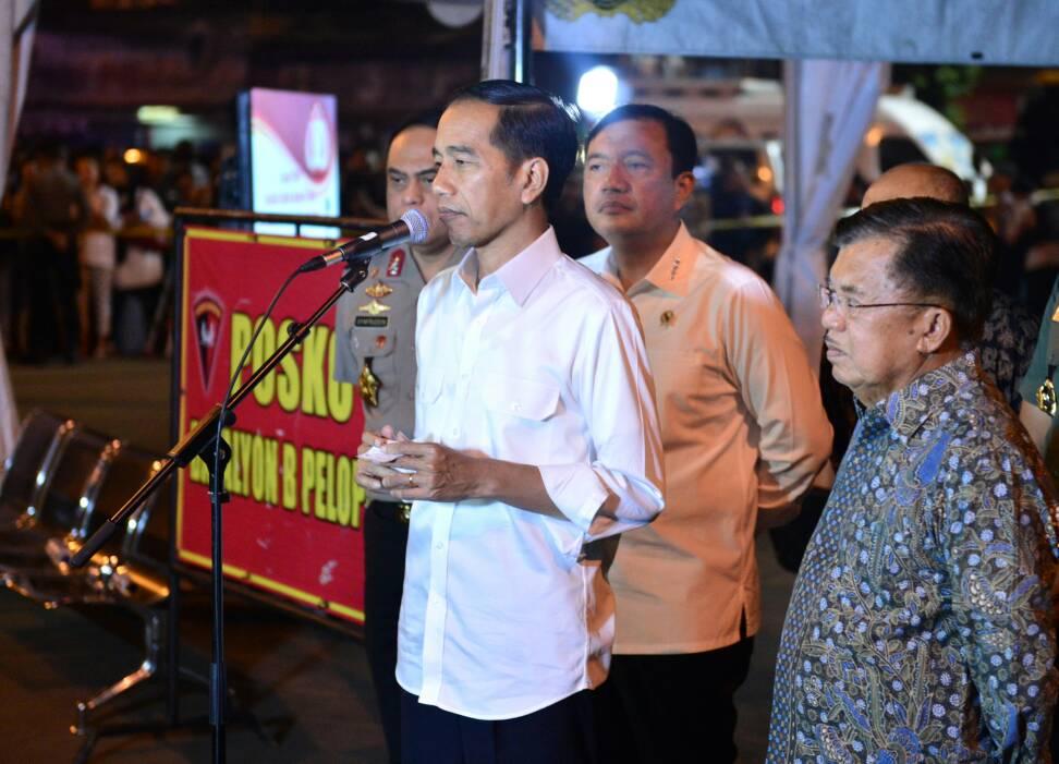 """Presiden Jokowi di lokasi Kampung Melayu menyatakan,  """"Saya tegaskan sekali lagi tidak ada tempat di Tanah Air kita bagi terorisme"""" (foto : Dokumentasi Khusus)"""