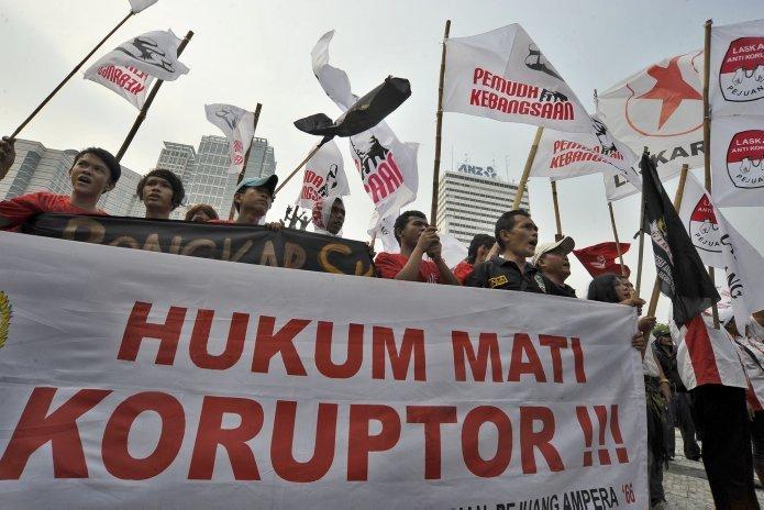 Demo anti korupsi, apakah logo menunjukkan rakyat semakin frustrasi dengan makin maraknya korupsi? (Foto : NewsArchived)