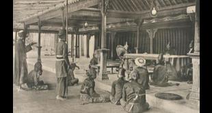 Sultan Yogyakarta dan para kadi sedang menggelar persidangan (khazanah.republika.co.id)