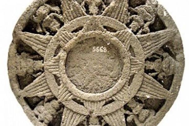 Hiasan resmi kerajaan Majapahit, Surya Majapahit (khazanah.republika.co.id)