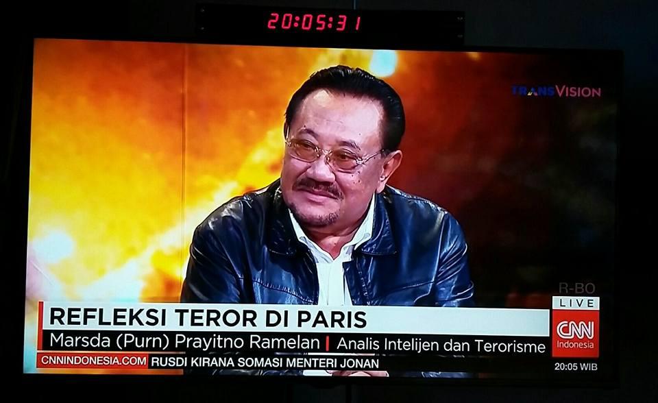 Penulis saat menanggapi kasus terorisme pada serangan di Bataclan di CNN Indonesia (foto : Kompasiana)