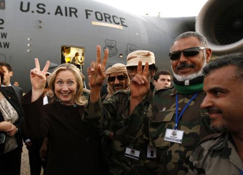 """Hillary Clinton dan para bos """"mujahidin"""" Libya (Tripoli, 18 Okt 2011)"""